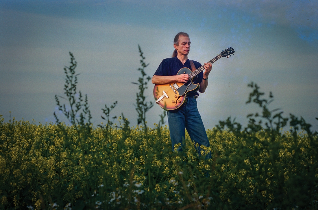 Photo of Steve Howe in Devon, UK with Gibson ES-175 © 1994, 2017 Gottlieb Bros.