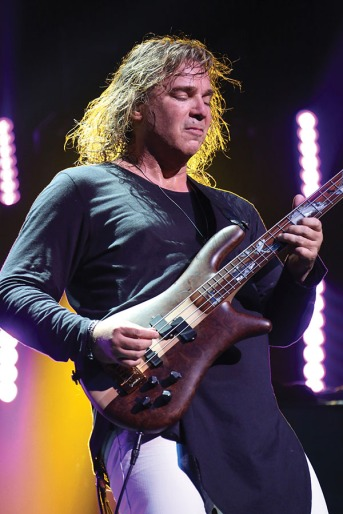 Yes' Billy Sherwood on the Topographic Drama Tour. Photo (c) Gottlieb Bros. 2016-2017
